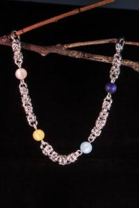 Bracelet maille Royale avec perles acryliques